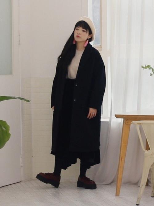 黒コートとドクターマーチン2